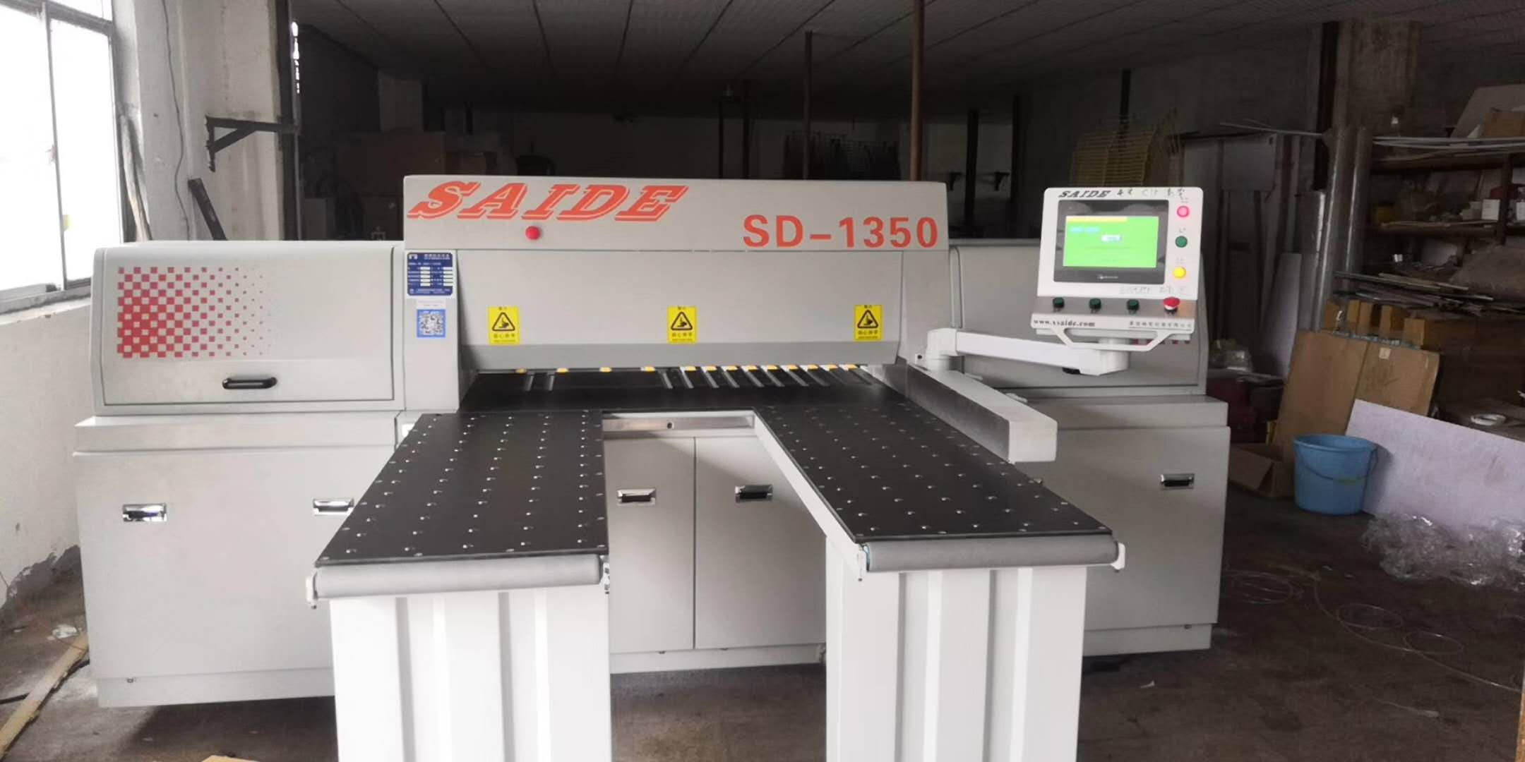 SD-1350 电子开料锯